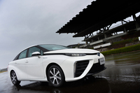 トヨタの燃料電池車「ミライ」は、2014年11月18日にデビューした。正式な発売日は、その1カ月後となる12月15日。