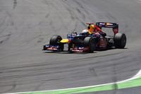 レッドブルは大幅なマシンアップデートを敢行。そのかいあってか、ベッテルは今季3度目のポールポジションから、レース半ばまで首位を快走したのだが、セーフティーカーラン直後にエンジンがストールしリタイア。バレンシア3年連続ポール・トゥ・ウィンはならず。(Photo=Red Bull Racing)