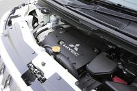 2.4リッター「MIVEC」エンジン。吸排気ともに、可変バルブタイミング機構を備える。