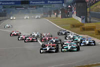 今年で2回目となるスプリントカップ。観客は、フォーミュラ・ニッポン(写真)とSUPER GT、両カテゴリーのマシンの走りを楽しむことができる。