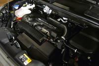 直列5気筒の2.5リッターターボエンジン。日本に導入される2グレードのパワートレインに違いはない。