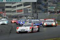 GT500クラスがスタート。先頭をゆくNo.39 DENSO SARD SC430は、そのままレースをリードするかに見えたが……。