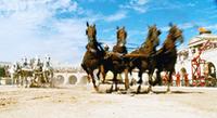映画のなかでは、名画『ベン・ハー』さながらの戦車戦が繰り広げられる。