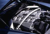 可変吸気/バルブタイミング機構などを備えないコンベンショナルな12気筒。潤滑システムもウェット式だ。