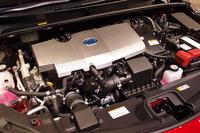 1.8リッター直4エンジンにモーターを組み合わせたパワーユニット。モーターだけを使った航続距離は68.2kmへと大幅に延長された。