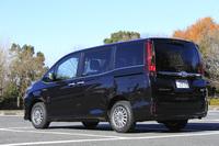2014年10月29日に発売された「トヨタ・エスクァイア」。発売からおよそ1カ月を経た同年12月1日時点での受注台数は、4000台の月販目標台数に対し、2万2000台と発表された。