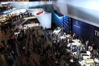 【写真1】第64回フランクフルトモーターショーの会場。写真はメルセデス・ベンツのパビリオン。