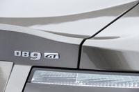 ダックテール形状のリアスポイラーに施された「DB9 GT」のバッジ。