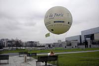パリのアンドレ・シトロエン公園。気球は一般の人も乗れる。