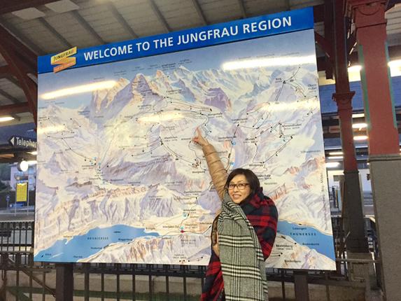 """せっかくのスイス。モーターショー本番前に、""""プチ観光""""も楽しんでおかないと……。ジュネーブに到着した翌日は、早起きしてジュネーブ市内からクルマで約2時間のインターラーケン・オスト駅へ。ここからユングフラウ鉄道に乗って、ヨーロッパで一番標高の高い場所にある駅、ユングフラウヨッホ駅を目指します。"""
