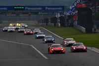 GT500クラスのスタートシーン。ポールポジションからスタートしたNo.8 ARTA NSX-GTは、コースアウトする場面も見られたものの、ポール・トゥ・ウィンでレースを終えた。