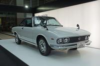 「マツダ・ルーチェ ロータリークーペ」は、日本で初めての三角窓を持たないハードトップ車として登場した。