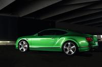 「コンチネンタルGT」シリーズの高性能モデルにあたる「GTスピード」。価格は「GT V8」の2150万円、「GT」の2430万円に対し、2700万円となる。