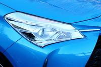 1灯でハイビームとロービームを切り替えられる「Bi-Beam LEDヘッドランプ」(一部グレードを除きオプション設定)。車両の姿勢変化に対して照射軸を一定に保つオートレベリング機能も備わる。