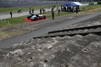 グランドスタンド跡。上質のコンクリートが使われていたのか、80年を経た今も風化はほとんど見られない。除幕式に先立ち、堆積していた泥と雑草を取り除くのが大変だったという。