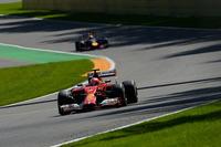 ベルギーで現役最多4勝を誇るフェラーリのキミ・ライコネン(前)が今季最高の4位フィニッシュ。一時は3位表彰台も見えていたが、同じフィンランドの若手ボッタスがその座を奪った。(Photo=Ferrari)