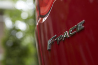 ジャガーのラインナップにおいて、今後ライフスタイル提案型の車種には「PACE」の名が与えられる。