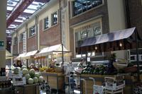 元ベルモット酒工場を改装した「イータリー」トリノ本店。