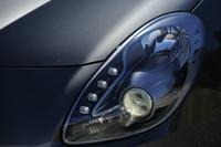 「コンペティツィオーネ」ではアダプティブ機能付きバイキセノンヘッドライトが標準装備となる。