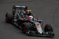 マクラーレンは2台ともQ2に進出するもフェルナンド・アロンソ11位、ジェンソン・バトン(写真)13位とトップ10に食い込めず。レースではポイント圏が遠く、バトン12位、アロンソ13位完走。(Photo=McLaren)