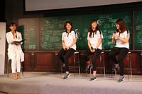 アイスホッケー女子日本代表「スマイルジャパン」の、右から、GK小西あかね、DF鈴木世奈、FW久保英恵の3選手。オリンピック最終予選を前に、意気込みを語った。