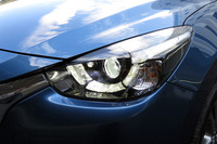 11個のLED光源を使ったオートハイビーム機構付きのアダプティブLEDヘッドライト。ロービーム時の照射範囲も拡大している。