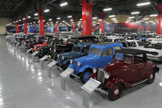 およそ430台の記念車を所蔵する、座間事業所内の日産ヘリテージコレクション(記念庫)。