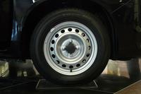 足まわりでは、サスペンションの改良に加え、タイヤサイズを165/80R13から155/80R14に変更している。
