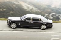 アルプスのワインディングロードを行く新型「ロールス・ロイス・ファントム」の、優雅なサイドビュー。(photo:Rolls-Royce)