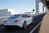 動力性能については、0-100km/h加速が4.1秒、最高速が300km/hと公表されている。