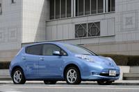 2010年12月に発売された、日産の電気自動車「リーフ」。2012年2月までに、国内で1万1000台以上が販売された。