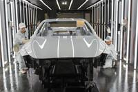 新型「インフィニティQ60」の生産ライン。