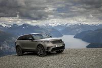 「ジャガーFペース」とプラットフォームを共有するレンジローバーブランドのニューモデル「レンジローバー ヴェラール」。エレガントなたたずまいの同車がどれだけのパフォーマンスを発揮できるのか、気になるところ。(photo:Land Rover)