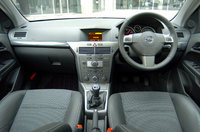 「2.0 Turbo Sport」の内装