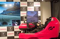 シルバーストーンサーキットを走る加藤茶さん。