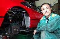 長年フェラーリの整備に携わる、尾上サービスの尾上メカ。