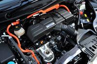 パワーユニットには2モーター方式の「スポーツハイブリッドi-MMD」を採用。導線の形状や巻き方を変更することにより、モーターの小型化と高トルク・高出力化を実現している。