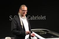 発表会において、メルセデス・ベンツのデザインコンセプト「モダンラグジュアリー」について説明するバドシュトゥブナー氏。