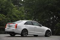 ボディーのスリーサイズは4700×1835×1415mm。試乗車のボディーカラーはクリスタルホワイトトゥリコート。
