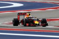アメリカでもメルセデスの速さは変わらないものの、レッドブルのナンバー2のポジションもまた揺るぎないものだった。予選ではリカルド(写真)がチームメイトを破り3位、マックス・フェルスタッペン4位。レーススタートでリカルドが2位に上がったものの、フェルスタッペンのリタイアによるバーチャル・セーフティーカーが不利に働き、結果3位。(Photo=Red Bull Racing)