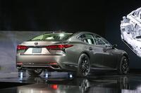 新型「LS500」(北米仕様)のボディーサイズは全長5235×全長1900×全高1450mm。