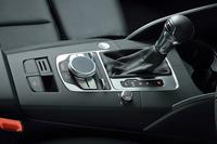 トランスミッションはデュアルクラッチ式ATの「Sトロニック」。一部のグレードを除き、燃費向上に効果を発揮するコースティングモード付きアウディ ドライブセレクトも、標準装備される。(写真=アウディジャパン)
