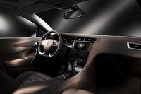 インテリア。シート座面のデザインは「DS5」同様、「ウオッチ・ブレスレット・デザイン」を採用。