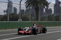 マクラーレン初戦のアロンソは、新人ハミルトンを2回目のピットストップで逆転。フェラーリには追いつけなかったが、被害を最小限に抑えた。チームは2-3でコンストラクターズランキング首位に。(写真=Mercedes Benz)