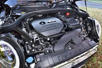 1.5リッター直3ターボエンジンのスペック(136ps、22.4kgm)は3ドア/5ドアハッチバックモデルと同じ。ただしJC08モード燃費は17.1km/リッターにとどまる。