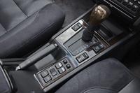 センターコンソールには、4段ATのシフトセレクターや、走行モードの切り替えスイッチ、シートヒーターのスイッチなどが備わっている。