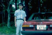 大学生時代の筆者。リアウィンドウに自動車雑誌『NAVI』のステッカーを得意になって貼っていた。