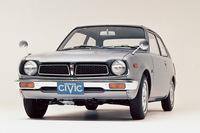 1972年7月にデビューした初代「ホンダ・シビック」。マスキー法に対応したCVCCエンジンを搭載したのは、デビューから5カ月後のことだった。