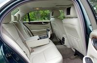 「XJ8」に採用されるクラシックインテリア。他に3色のバリエーションを持つ。フロントシートは16ウェイの電動式。