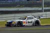 GT300クラスの2位は、No.7 Studie BMW Z4(ヨルグ・ミューラー/荒 聖治組)。トップと接戦を繰り広げたが、あと一歩およばず。
